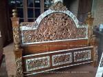 dipan,ranjang,tempat tidur kayu jati ukiran jepara ukuran 180x200cm