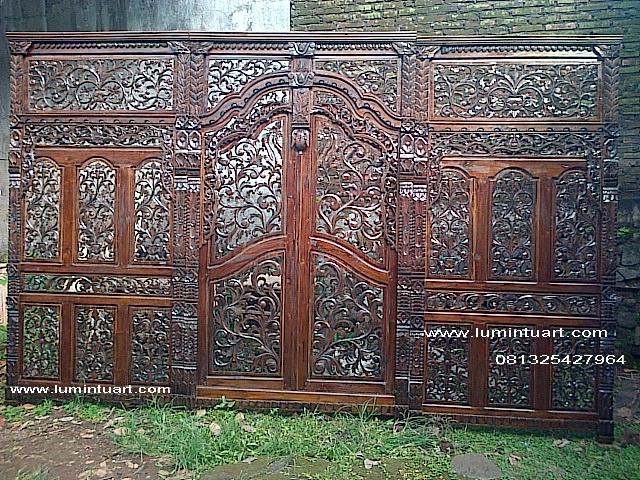 sketsel, gebyok, pembatas ruangan dekorasi pelaminan pengantin ukiran kerawangan kayu jati jepara